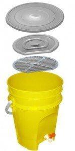 ЭМ-контейнер для дезинфекции отработанных медицинских материалов с краном для слива дезинфицирующего раствора 15 л.