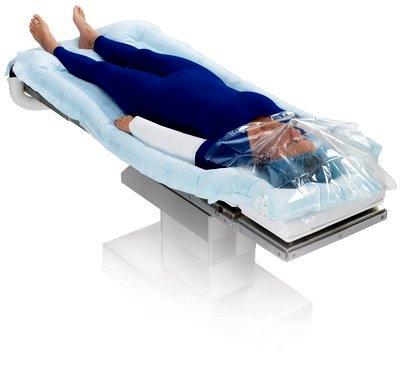Матрас термостабилизирующий 3M™ Bair Hugger, обеспечивающий полный хирургический доступ.